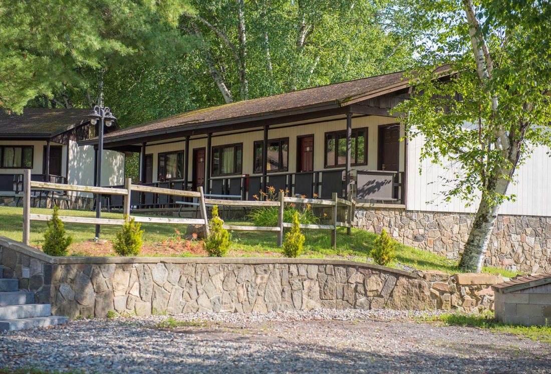 Lake George Cabin with porch and beach access in Lake George